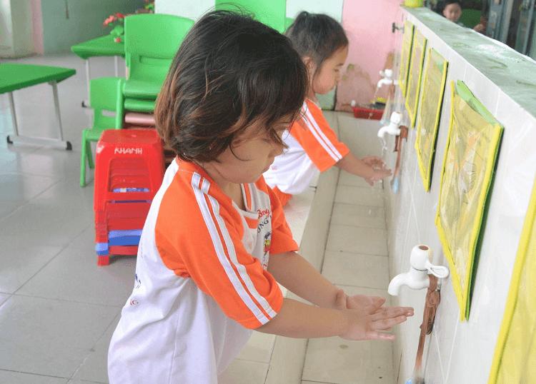 Bí quyết chọn nước rửa tay an toàn cho bé