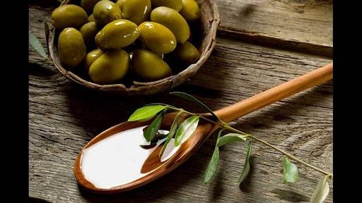 Dầu olive trị gàu