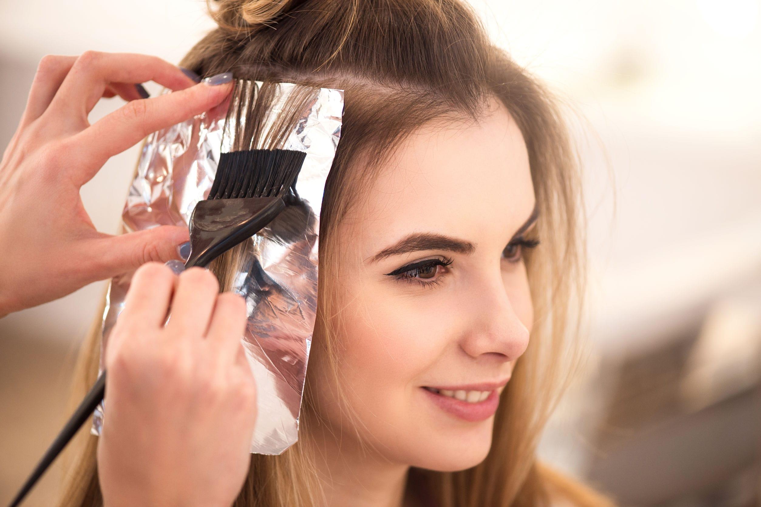 Nhuộm tóc gây hư tổn