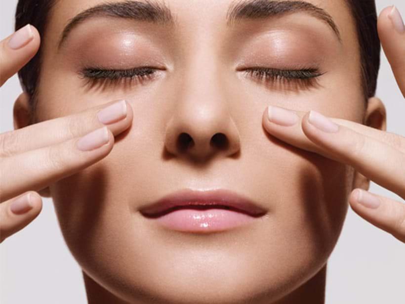 bài tập massage mặt giảm nếp nhân mắt