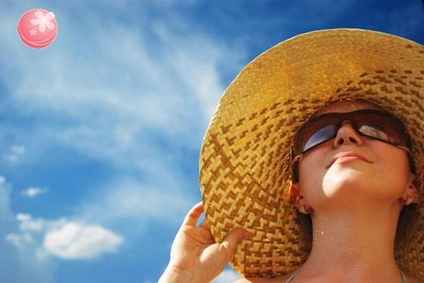 tránh tiếp xúc ánh nắng mặt trời