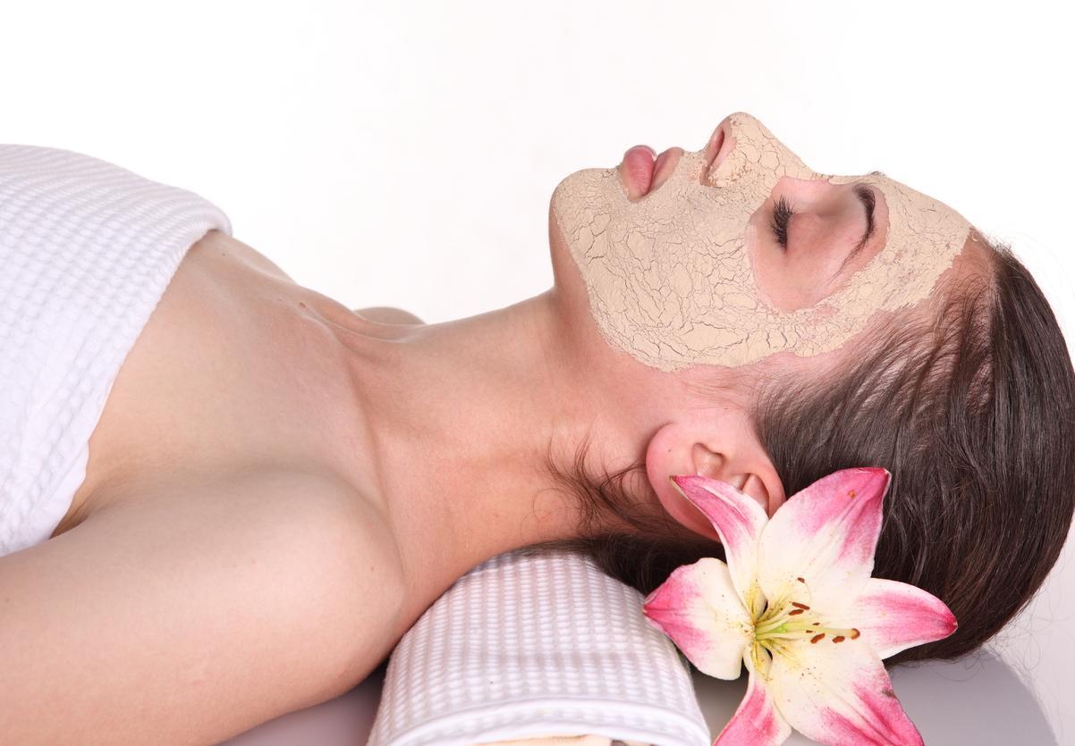 Sử dụng mặt nạ để làm đẹp da